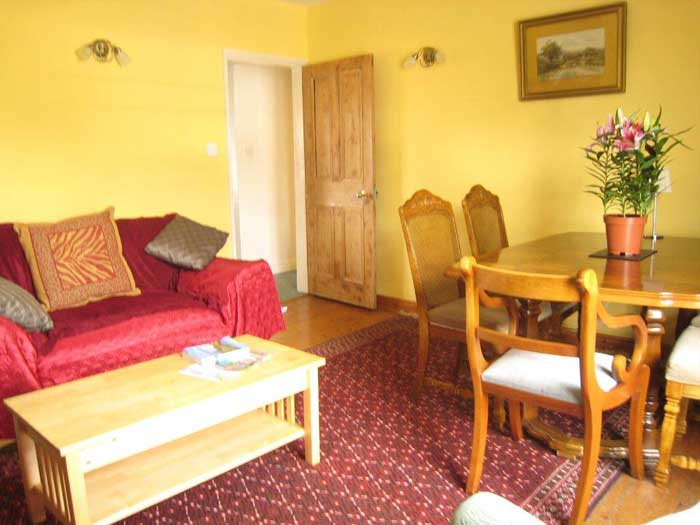 Comfortable and relaxing self catering accommodation - 3 bedrooms, plus kitchen and living room
